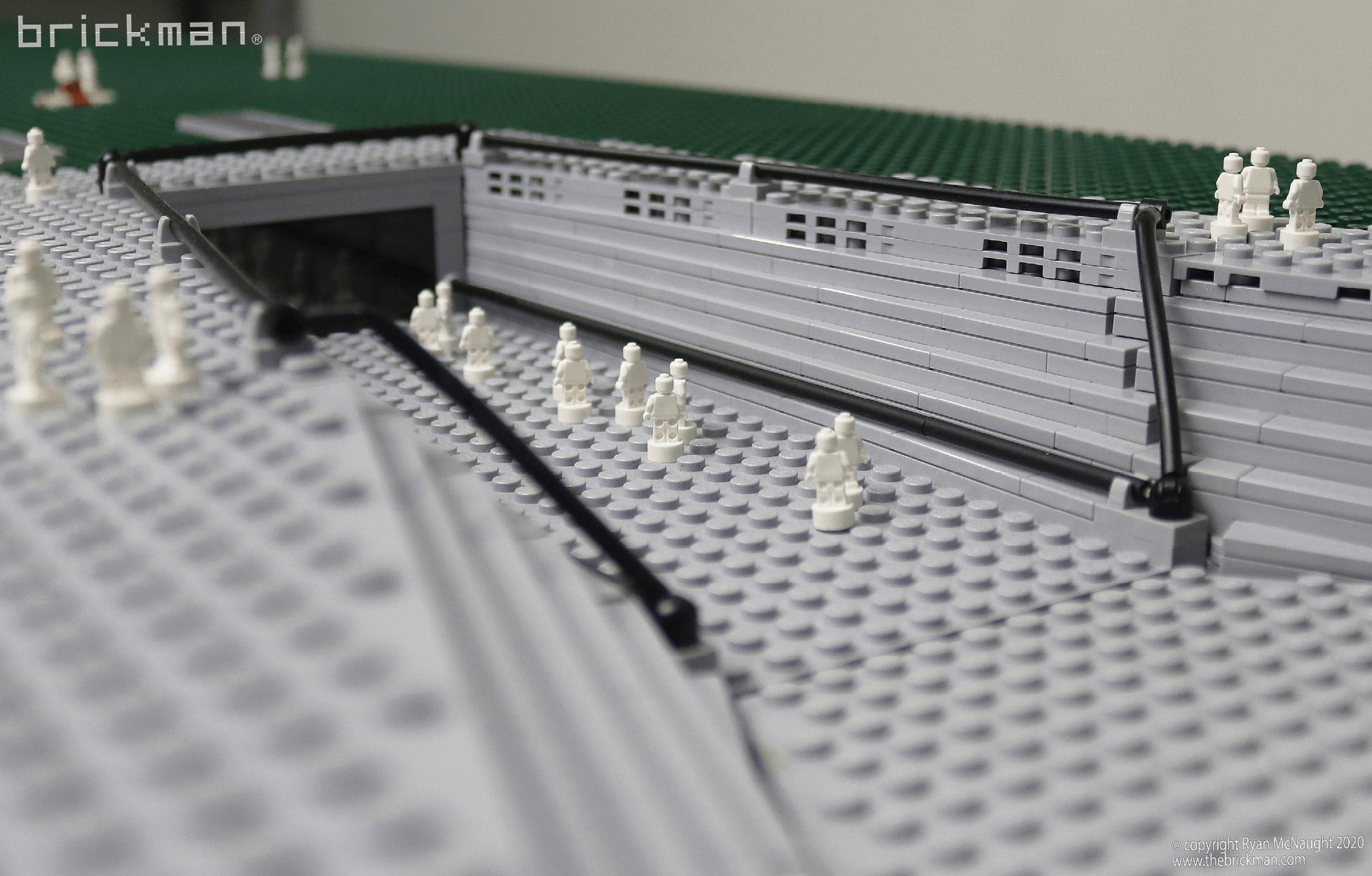 LEGO Technic Gateway Arch fig details 1