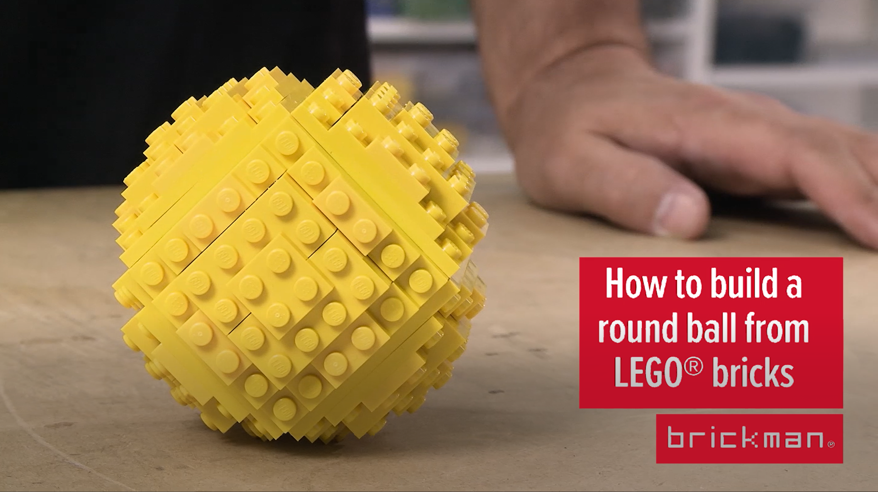 Making a ball from LEGO­® bricks